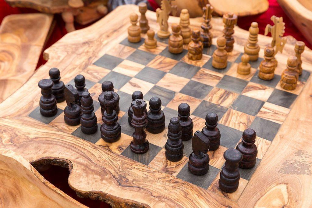 schachspiel_aus_holz_27496035910