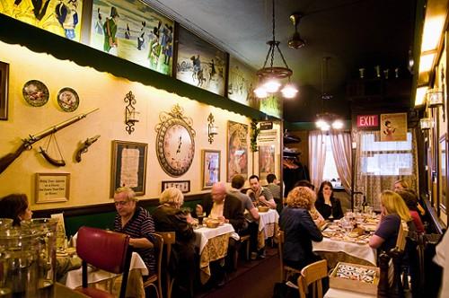 L'intérieur du restaurant Chez Napoléon